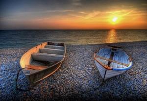 beach,boats,ocean,sunset-eb0cfebbd1cfdf62cef177cf922ab379_h