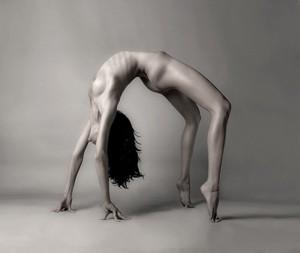 beauty,body,female,sexy,woman,acrobatic-f2b68e67a6c5e81d37fad691d1ee83f6_h