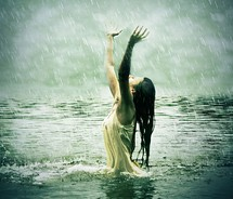flickr,lake,ocean,photography,rain,sunnymarry,water,wet,woman-864d12ed00a60b2454d164fd654a5930_m