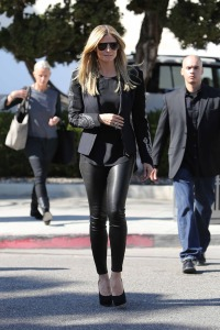 1372687487_leather_leggings_the_trend_for_fall_2013_06