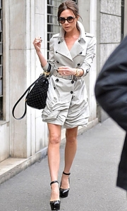 victoria-beckham-burberry-trench
