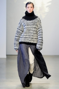 1414676555_7_ways_to_wear_a_loose_sweater_04