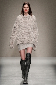 1414676588_7_ways_to_wear_a_loose_sweater_37