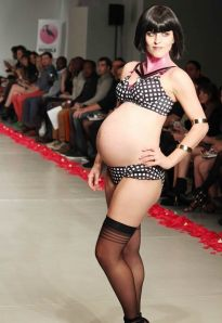 1415020841_fashionable_underwear_for_pregnant_women_lingerie_fashion_week_spring_summer_2015_13